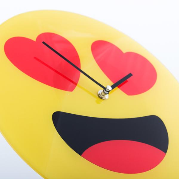 Reloj de Pared Emoticono Corazones Gadget and Gifts (1)